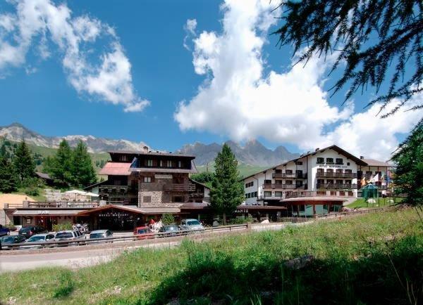 Foto estiva di presentazione Hotel Monzoni