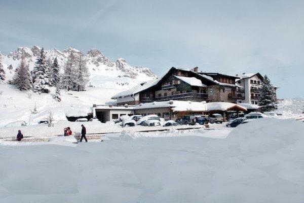 Foto invernale di presentazione Hotel Monzoni