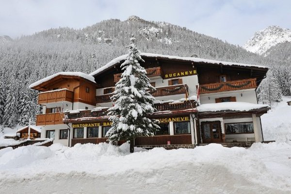 Foto esterno in inverno Bucaneve