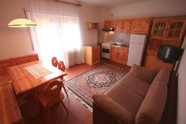 Der Wohnraum Ciasaà - Ferienwohnungen 3 Enziane