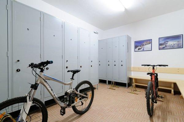 La skiroom Appartamenti Cèsa Maria Mountain Hospitality Canazei