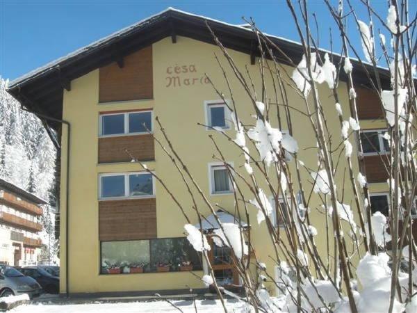 Foto invernale di presentazione Cèsa Maria Mountain Hospitality Canazei - Appartamenti 4 genziane