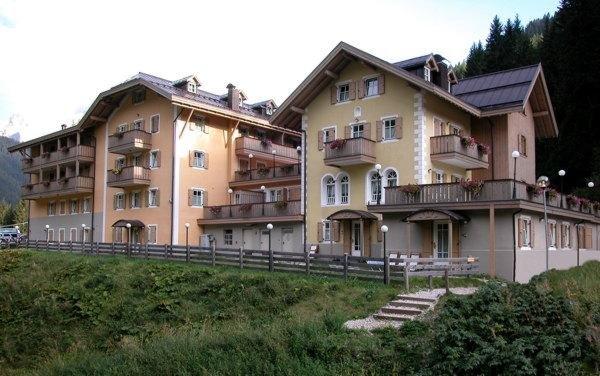 Foto estiva di presentazione Villa Avisio - Residence 3 genziane
