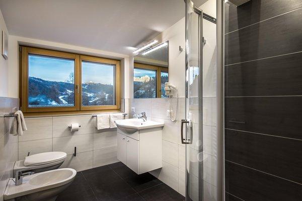 Foto del bagno Garni-Hotel + Appartamenti Larix