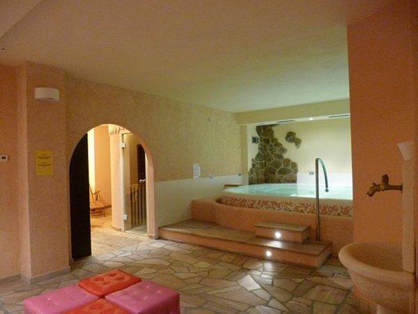 La piscina Villa Flora - Residence 4 genziane