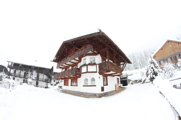 Photo exteriors in winter Casa Lorenz