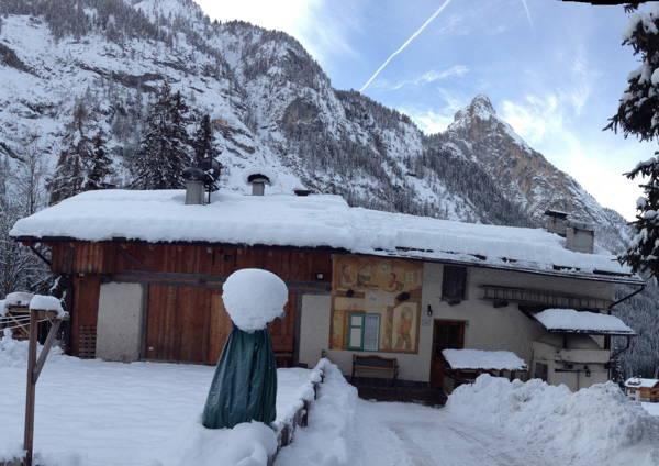 Foto Außenansicht im Winter Ta Moki