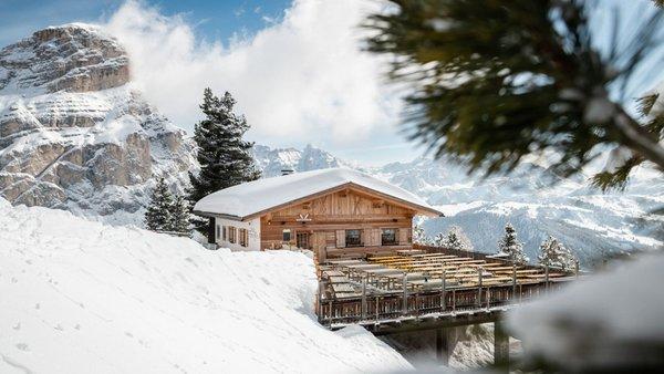 Foto invernale di presentazione Rifugio Ütia Forcelles