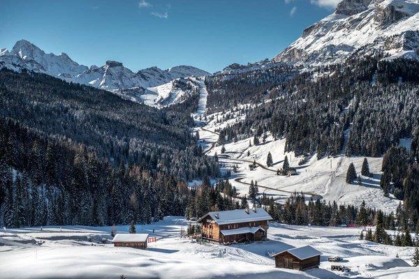 La posizione Rifugio Capanna Nera / Negerhütte Corvara