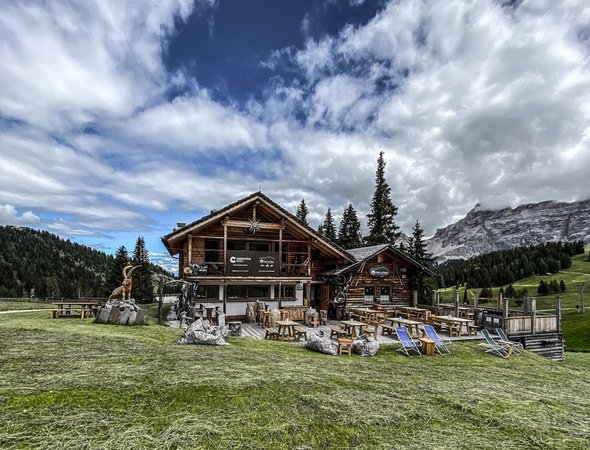 Summer presentation photo Mountain hut La Para