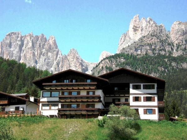 Foto estiva di presentazione La Zondra - Residence 4 genziane