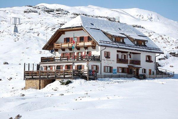 Foto invernale di presentazione Rifugio Munt De Sennes