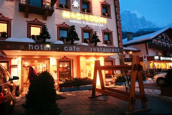Foto Außenansicht im Winter Hofer's Braustube - Maciaconi