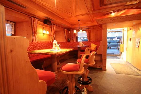 Foto von der Bar Restaurant Pizzeria Hofer's Braustube - Maciaconi