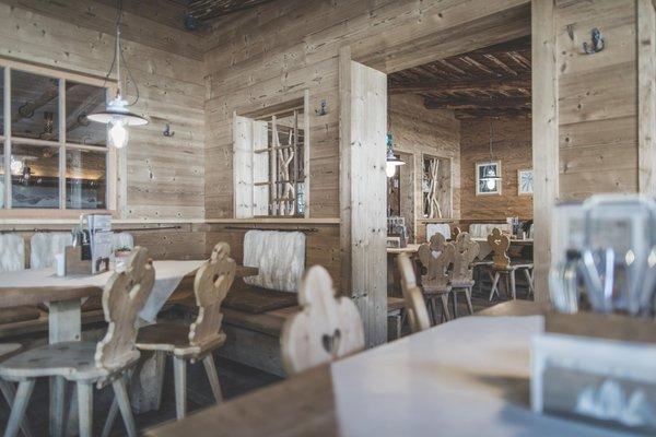 The restaurant Sesto / Sexten Rifugio Pollaio / Berghütte Hennstoll