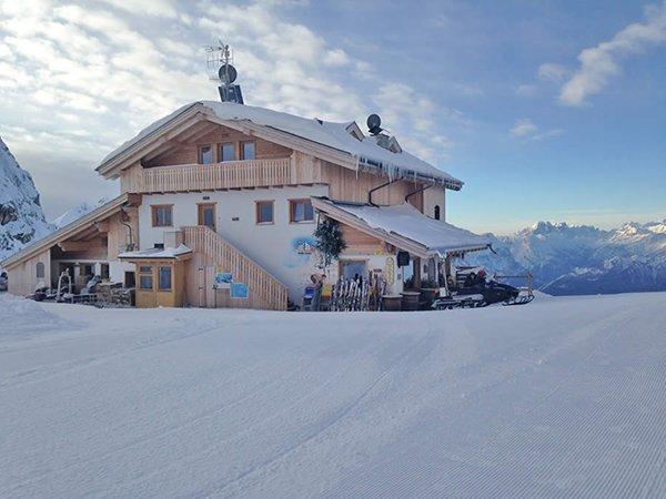 Foto invernale di presentazione Averau - Rifugio con camere