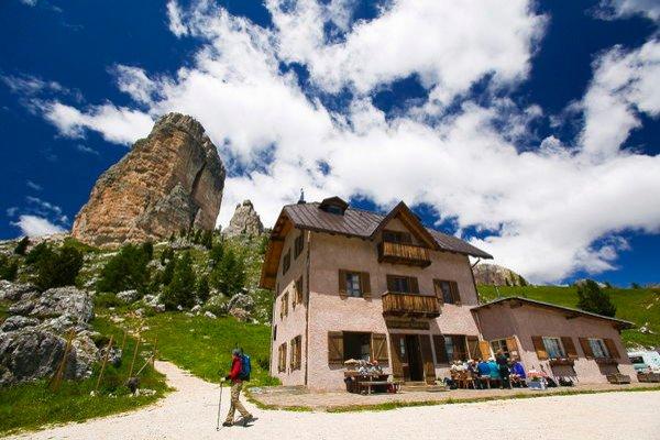 Präsentationsbild Berghütte mit Zimmern Cinque Torri