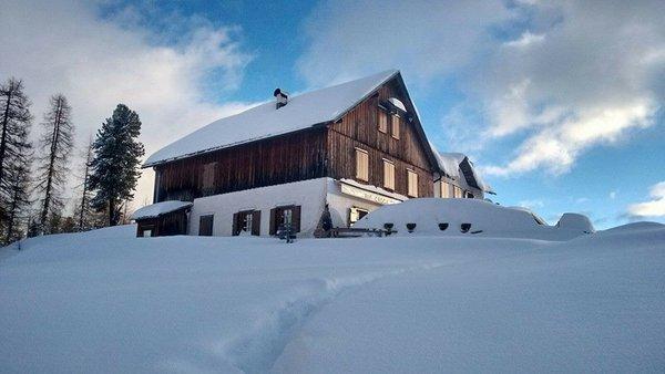Foto invernale di presentazione Rifugio Croda da Lago