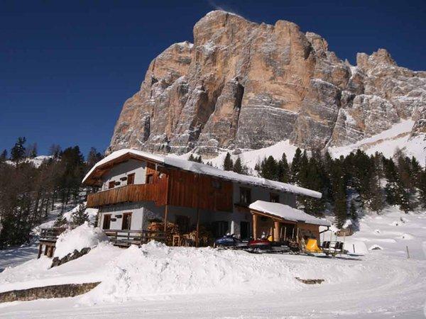 Winter presentation photo Mountain hut Dibona