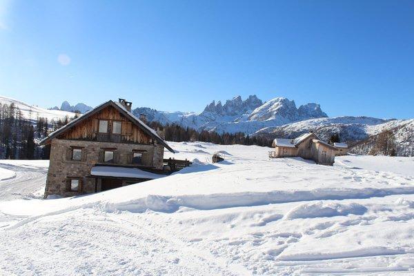 Foto invernale di presentazione Rifugio Fuciade