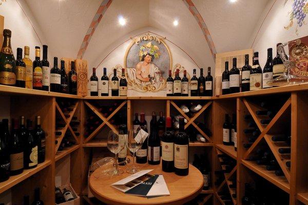 La cantina dei vini Pozza di Fassa La Stua de Jan