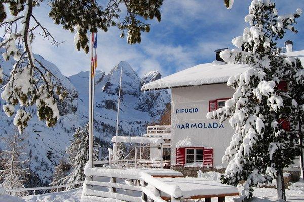 Foto invernale di presentazione Rifugio Castiglioni Marmolada