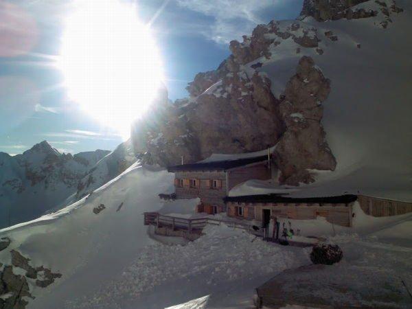 Foto invernale di presentazione Rifugio Passo Principe