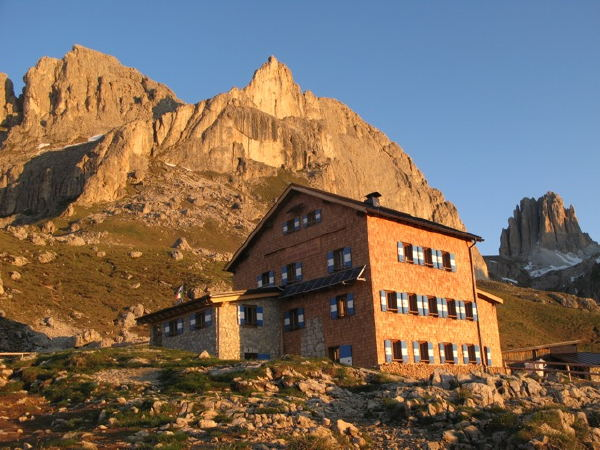 Foto esterno in estate Roda di Vaèl - Rotwandhütte