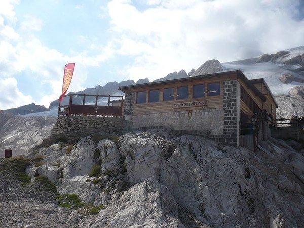 Sommer Präsentationsbild Berghütte Pian dei Fiacconi