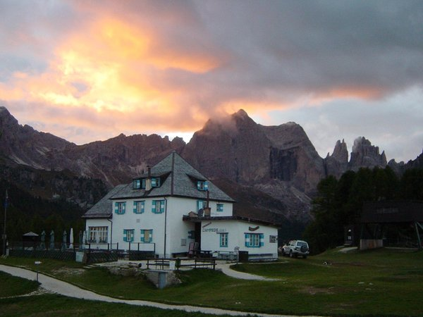 Sommer Präsentationsbild Berghütte Ciampedie