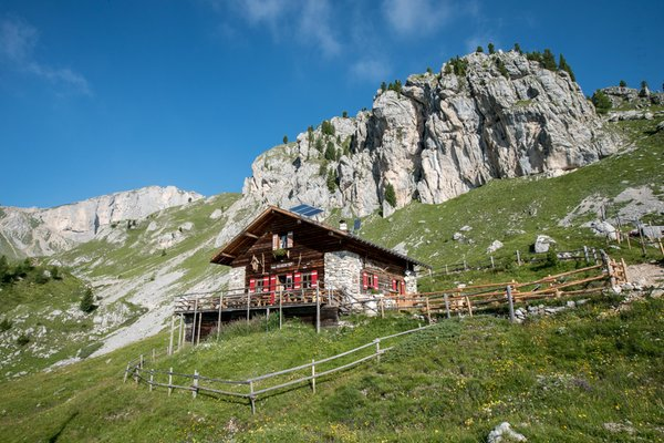 Summer presentation photo Mountain hut Vallaccia