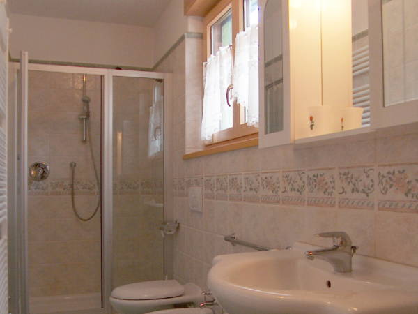 Photo of the bathroom Apartments Ciasa Stoffie