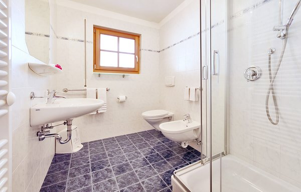 Photo of the bathroom B&B (Garni) + Apartments Cristin & Dep. Antina