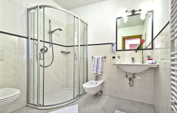 Foto del bagno Garni (B&B) + Appartamenti Cristin & Dep. Antina