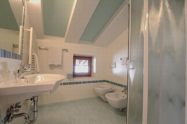 Photo of the bathroom Farmhouse apartments Collina
