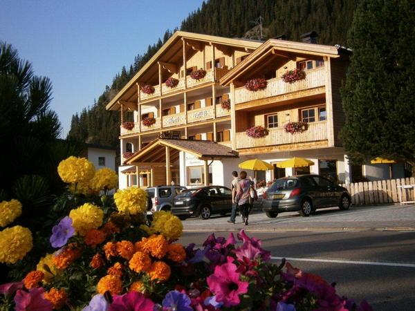 Foto esterno in estate Monti Pallidi