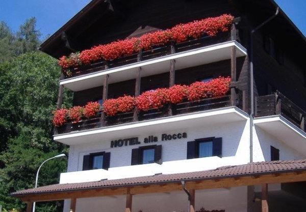 Foto estiva di presentazione Hotel Alla Rocca