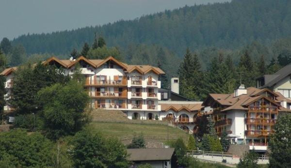 Foto estiva di presentazione La Roccia - Hotel 4 stelle