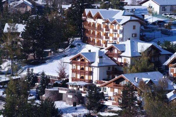 Foto invernale di presentazione La Roccia - Hotel 4 stelle