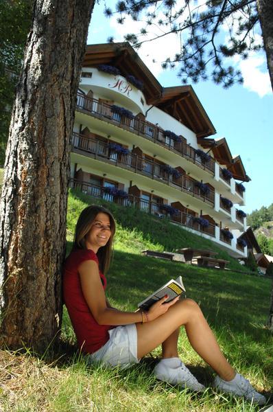 Foto esterno in estate La Roccia