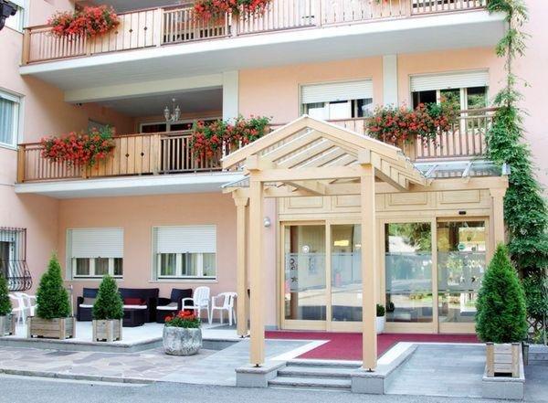 Foto estiva di presentazione Parkhotel Sacro Cuore - Hotel 3 stelle