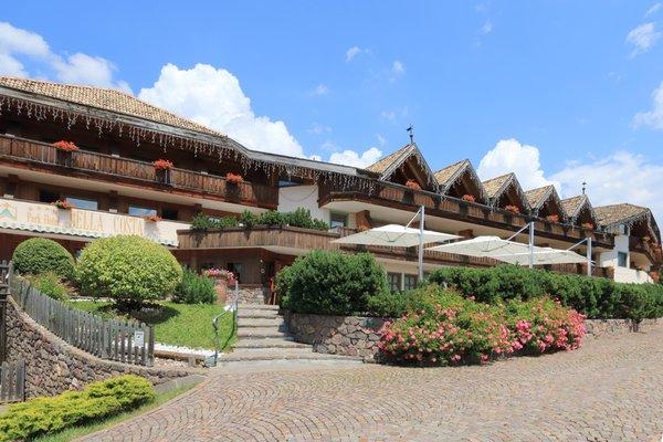Foto esterno in estate Bellacosta Parkhotel