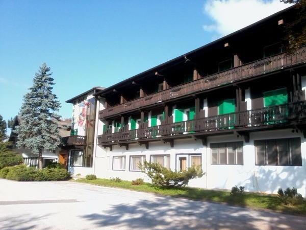 Foto estiva di presentazione Hotel Regina delle Dolomiti