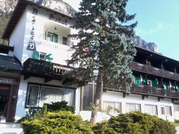 Photo exteriors in summer Regina delle Dolomiti