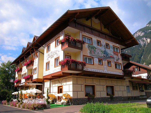 Foto estiva di presentazione Bellaria - Hotel 3 stelle sup.