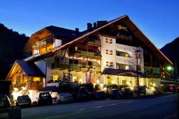 Foto esterno in estate Berghotel Miramonti