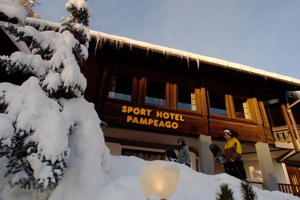 Foto Außenansicht im Winter Sport Hotel Pampeago