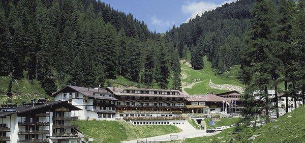 Sommer Präsentationsbild Sport Hotel Pampeago - Hotel + Residence 3 Sterne