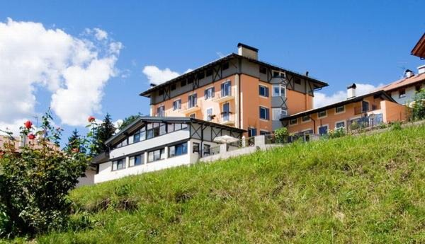 Foto estiva di presentazione Residenza Bagni e Miramonti