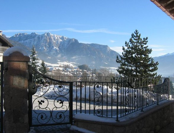 Photo exteriors in winter Casa Salesai
